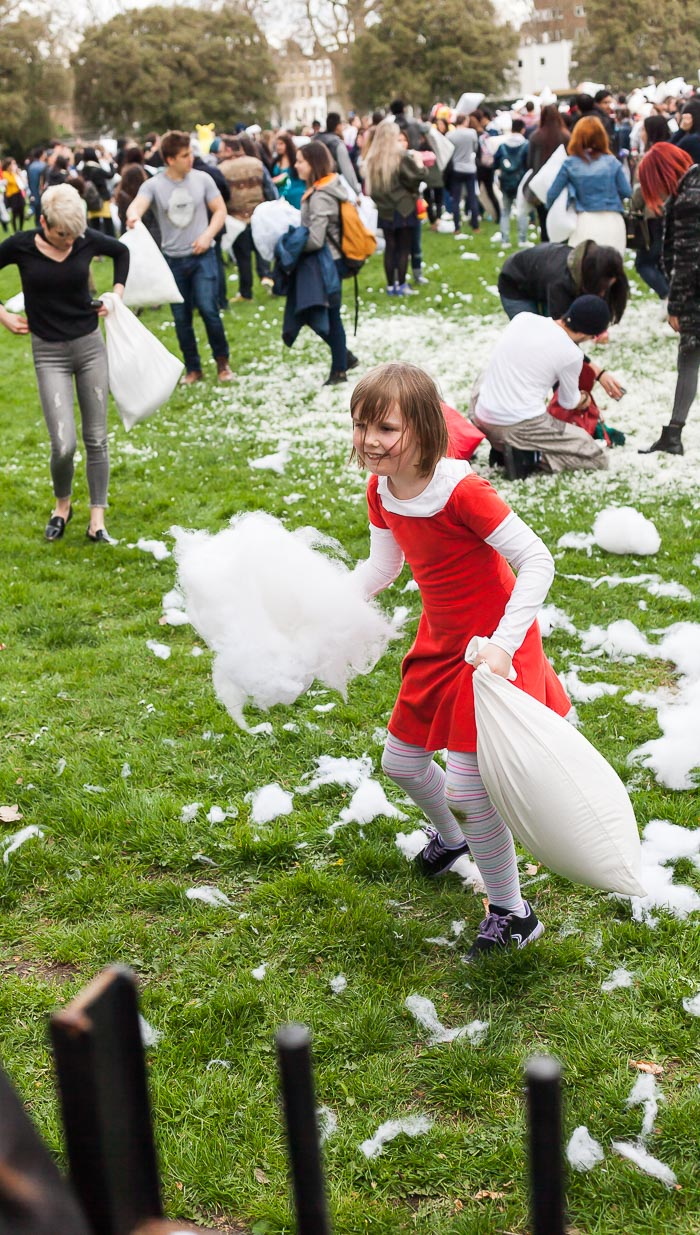 pillow fight london battaglia cuscini